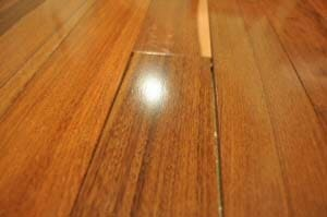 How to Fix Bubbles on Laminate Flooring